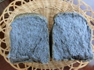 チャコールパウダー入り♪黒い炭パン